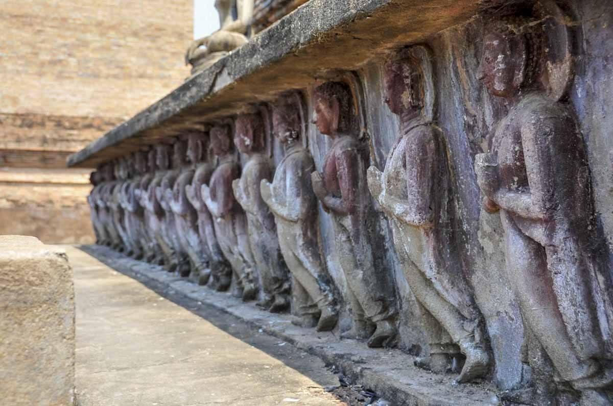 Sculptures du temple de Sukhothai